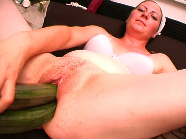 Woman fucks with thick objects.